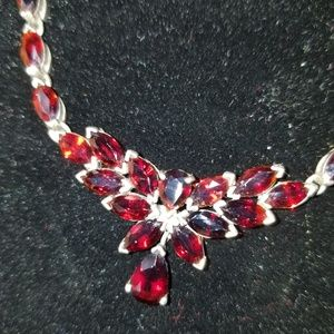 Beautiful Garnet and silver necklace 54 garnets